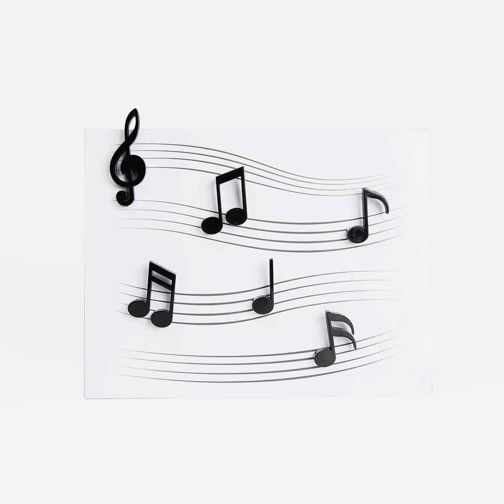 סט של 6 מגנטים בצורת תווים של מוזיקה.
